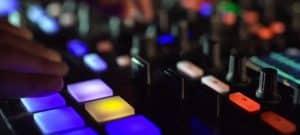 kontrol-s8-remix-deck-faders